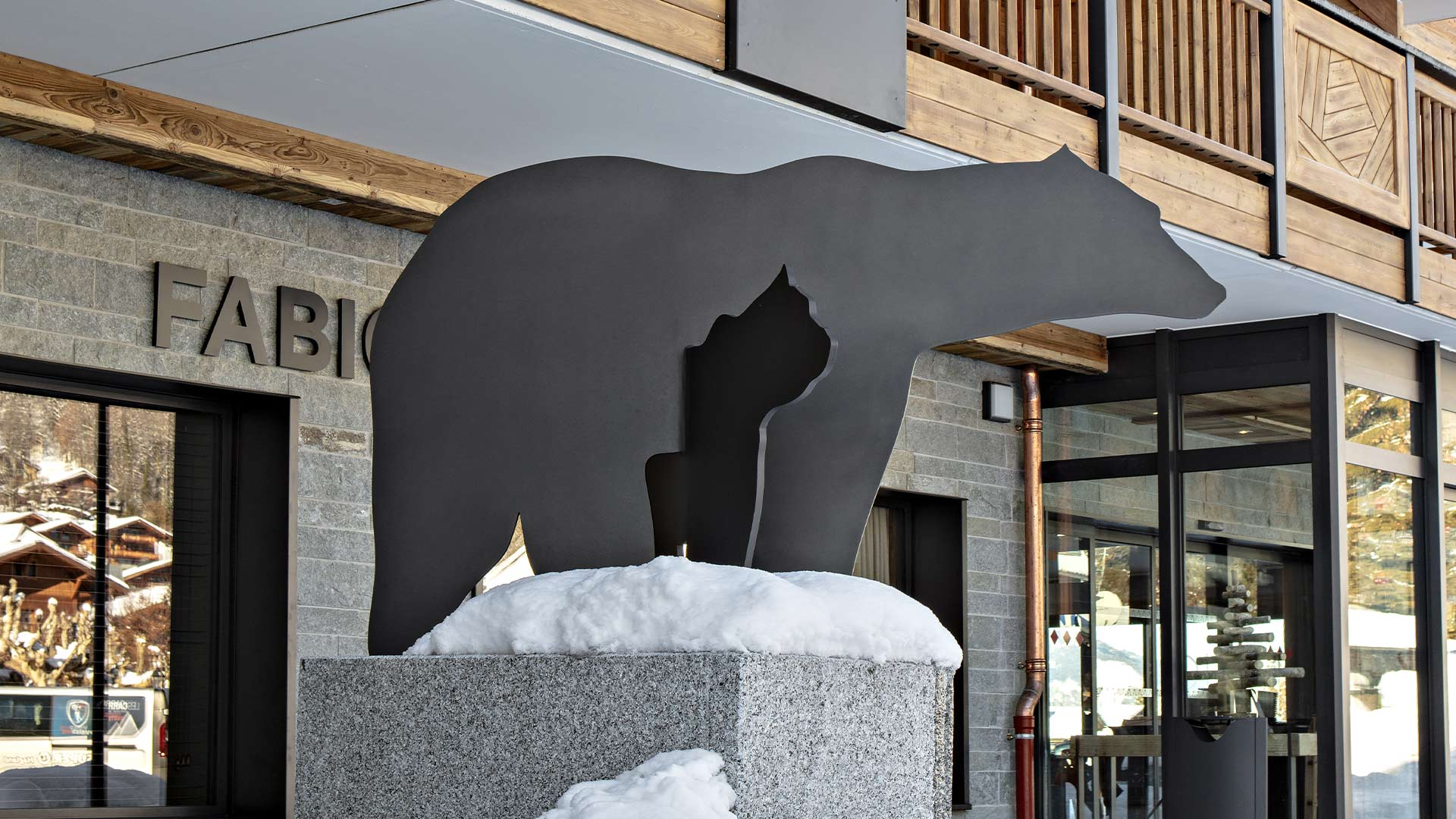 MGM | Samoëns Grand Massif - Sculpture Ours | Hôtel Alexane